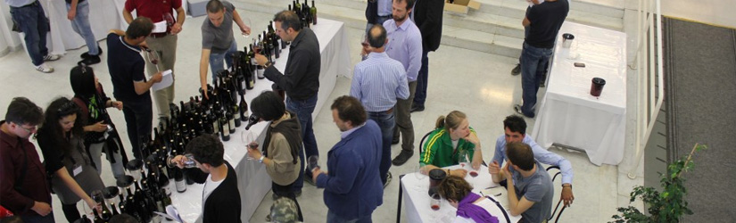 Each day after the journalists have tasted blind, the wines are put out and producers are welcome to come and taste.